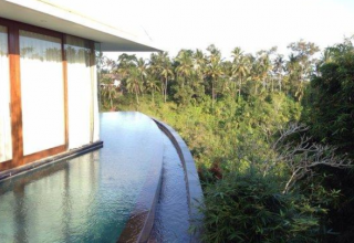 Infinity Pool hotel kamandalu ubud